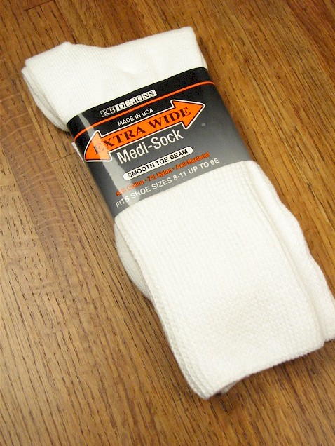 #173078.  . WHITE Retail $  12.00 Regular Sized Socks by EXTRA WIDE SOCK. MEDI SOCK REG SIZE Whs A:  6 FBA:192