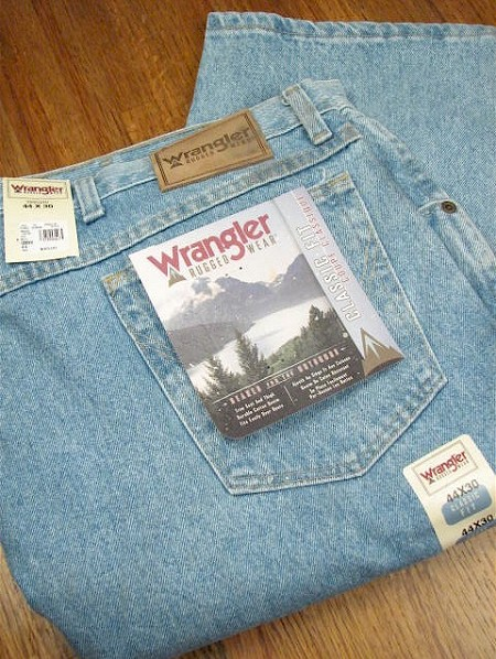 #030182. 46 34. INDIGO Retail $  44.00 Cotton Jean by WRANGLER. RUGGED WEAR ROUGH WSH <font face=arial size=2><BR>Special Order Item.</font> <B>Item stocked by Wrangler.  Allow 2 weeks for delivery.</B>