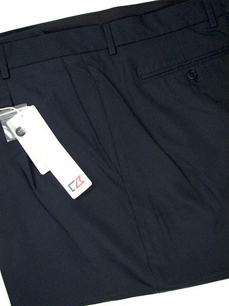 #139957. 54 . NAVY Retail $  85.00 Shorts by CUTTER BUCK. COCONA LUXE HBONE Whs A:  2