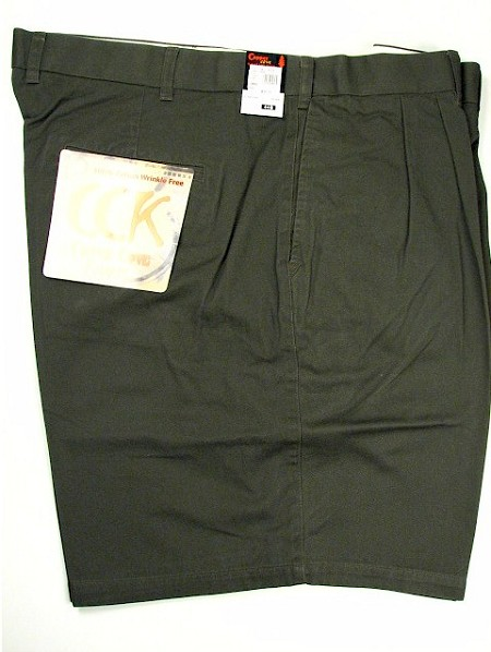 #091749. 70 . OLIVE Retail $  50.00 Shorts by COPPER COVE. COTTON TWILL PLEATED Whs A:  1