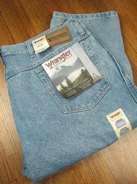 #050513. 54 28. INDIGO Retail $  46.00 Cotton Jean by WRANGLER. RELAXED FIT JEAN Whs A:  3 <BR><font size=2><b>Incl units held @ mfg.